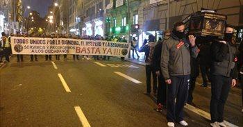 Unos 1.500 agentes de distintos cuerpos se manifiestan en Barcelona para...