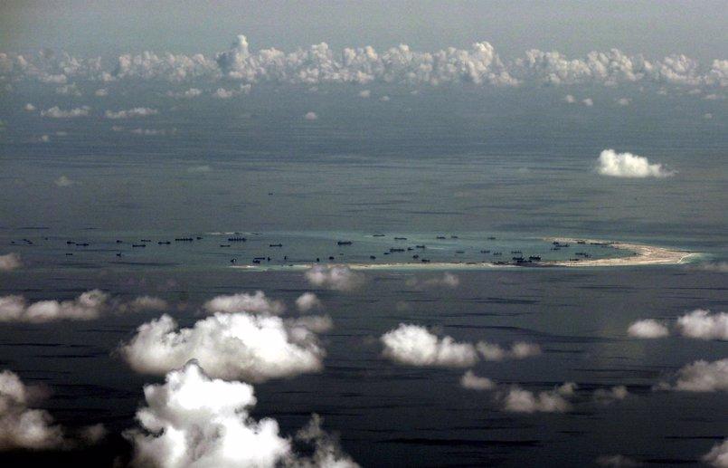 """Filipinas ve """"muy preocupante"""" la instalación de armas chinas en las islas Spratly"""
