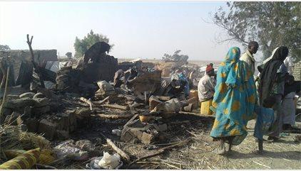 Nigeria eleva a 100 los muertos por el bombardeo contra un campamento de desplazados