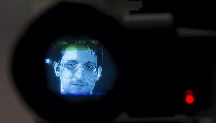 Rusia extiende dos años el permiso de residencia de Snowden