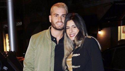 Bea y Rodrigo, una pareja de enamorados disfrutan de una cena en familia