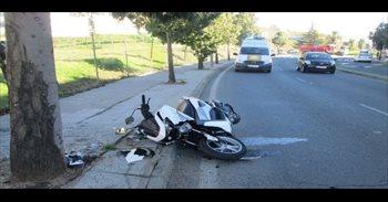 Herida una joven en Badajoz tras producirse un accidente entre su moto y...