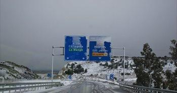 La nieve hace acto de presencia en la costa murciana y algunos municipios...