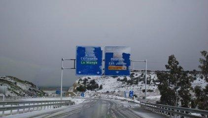 La nieve hace acto de presencia en la costa murciana y algunos municipios del interior