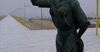 La nieve se deja ver en Torrevieja 103 años después de la última nevada
