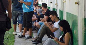 """EEUU deporta a los primeros cubanos tras el fin de la política """"pies..."""