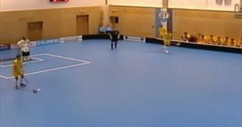 El techo de este pabellón se viene abajo durante un partido de hockey...