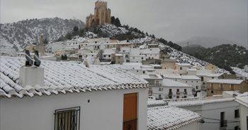 La ola de frío cubre de nieve varios pueblos del norte de Almería