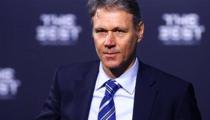 Van Basten propone una revolución en el fútbol
