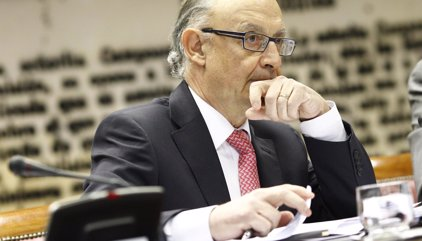 Montoro dice que la rebaja de IRPF y Sociedades ha superado en 2.500 millones lo estimado