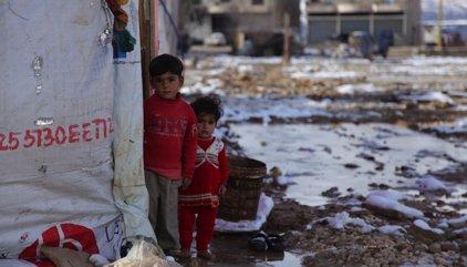 """World Vision alerta: """"los niños refugiados tiemblan de frío a las puertas de Europa"""""""