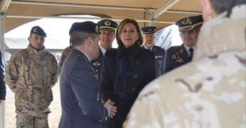 """Cospedal emplaza al Ejército del Aire a """"no bajar la guardia"""" ante las..."""