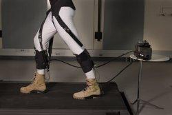Desenvolupen un exoesquelet lleuger que ajuda malalts i ancians a caminar (INSTITUTO WYSS/HARVARD)