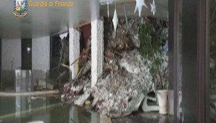 Aumentan a cuatro los cadáveres rescatados del hotel sepultado en Italia