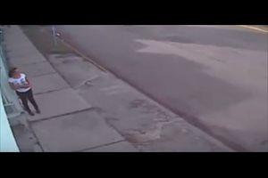 Vídeo: Una mujer sobrevive al tiroteo contra la Fiscalía de Cancún al esquivar una granada