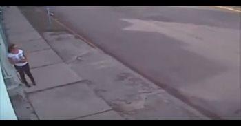 Vídeo: Una mujer sobrevive al tiroteo contra la Fiscalía de Cancún al...