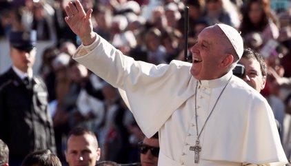 """El Papa afirma que hace falta """"valentía"""" para casarse y pide formación antes y después del matrimonio"""