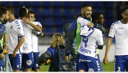 El Tenerife se mete en la lucha por el ascenso y el Oviedo echa al Valladolid de 'play-off'