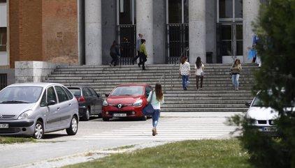 Denuncian a un profesor de la UCM por presunto acoso sexual a unas alumnas de un Máster
