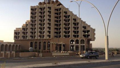Estado Islámico vuela el hotel más grande del oeste de Mosul para evitar que sea utilizado como cabeza de playa