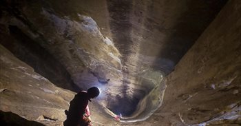 Así se descubrió el espectacular pozo más profundo de España y uno de los...