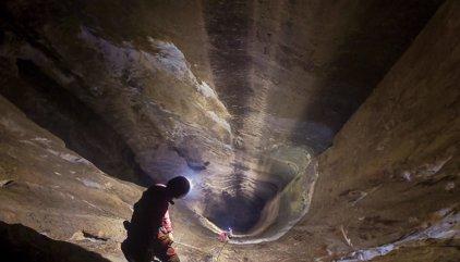 Así se descubrió el espectacular pozo más profundo de España y uno de los mayores del mundo