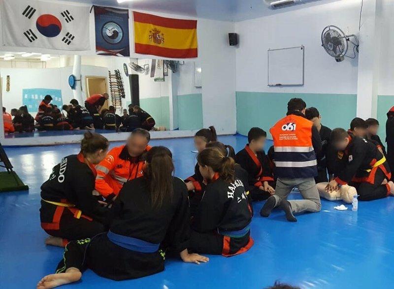El 061 ense a primeros auxilios a j venes de artes - Artes marciales sevilla ...