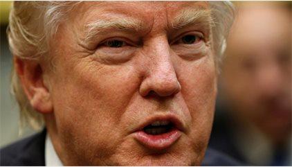 Primera denuncia contra Trump por violar la Constitución