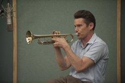 Ethan Hawke se convierte en la leyenda del jazz Chet Baker en Born to be blue (SONY)
