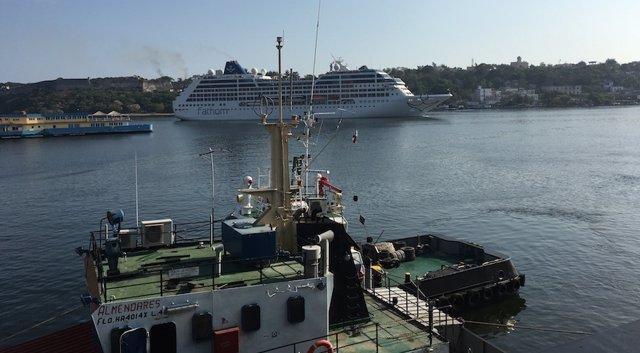 Crucero 'Adonia' en la bahía de La Habana