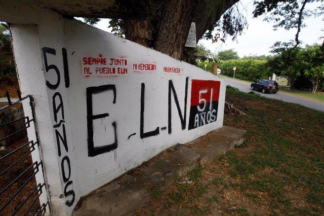 Muro con una pintada del ELN en Colombia