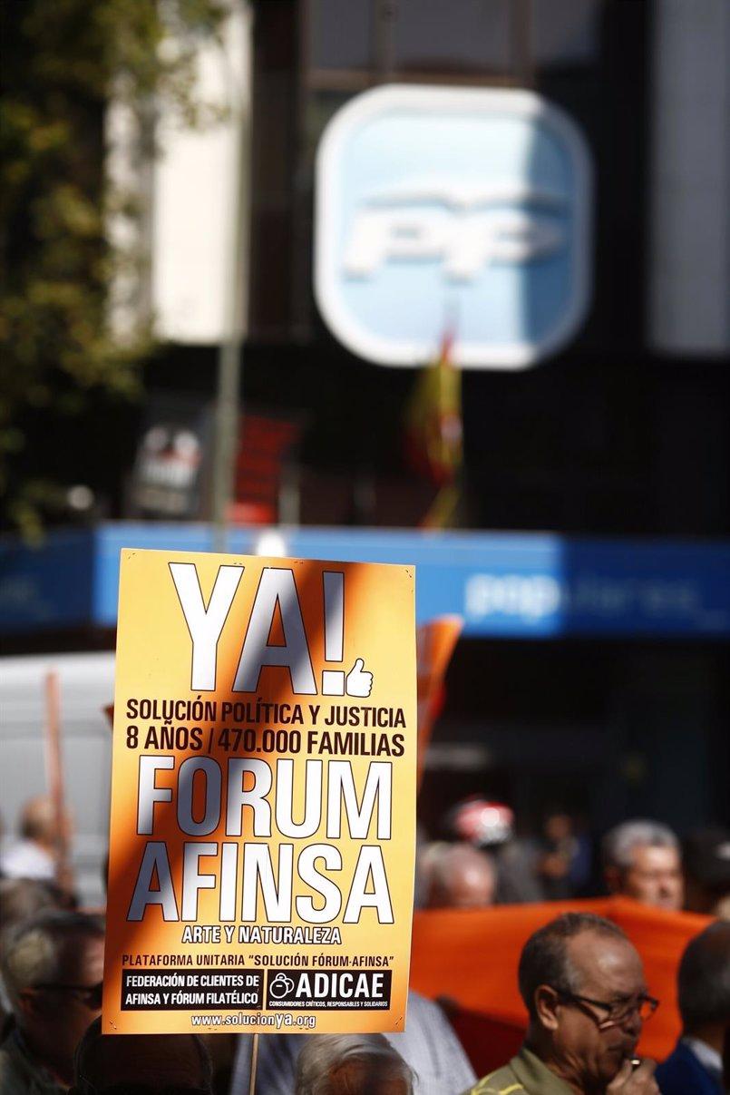 Afectados de Fórum Filatélico y Afinsa critican la falta de soluciones pese al compromiso de Rajoy