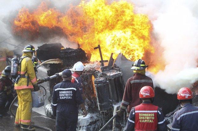 Accidente De Un Camión Cargado De Combustible En Venezuela