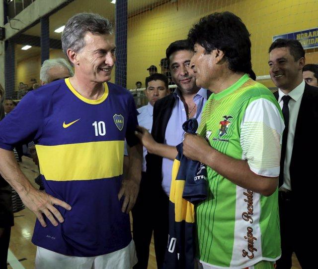 Macri y Evo Morales juegan un partido antes de la investidura