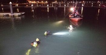Fallecen dos jóvenes al caer su coche al mar en el Puerto de Laredo