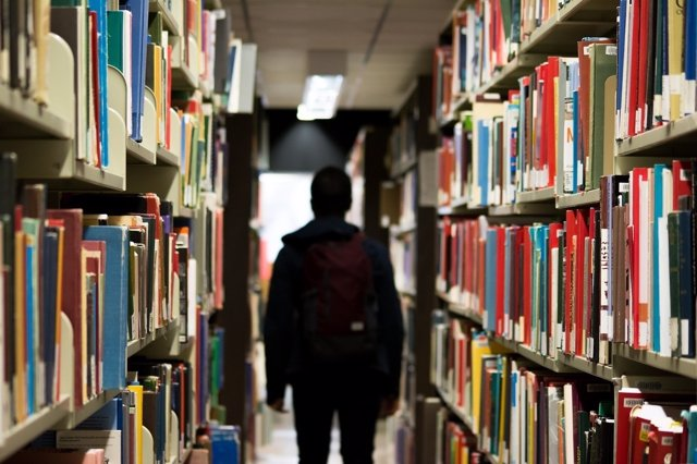 Estudiante, biblioteca