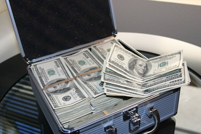 Dólares en maleta