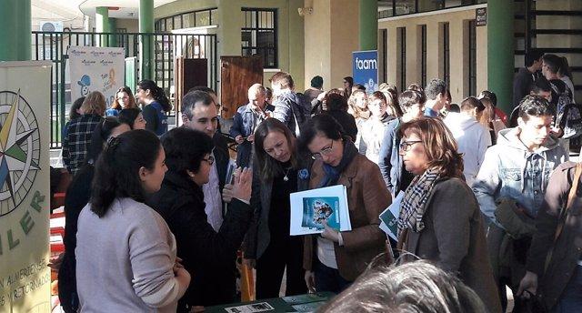 La delegada de la Junta asiste a la jornada de voluntariado de Aguadulce