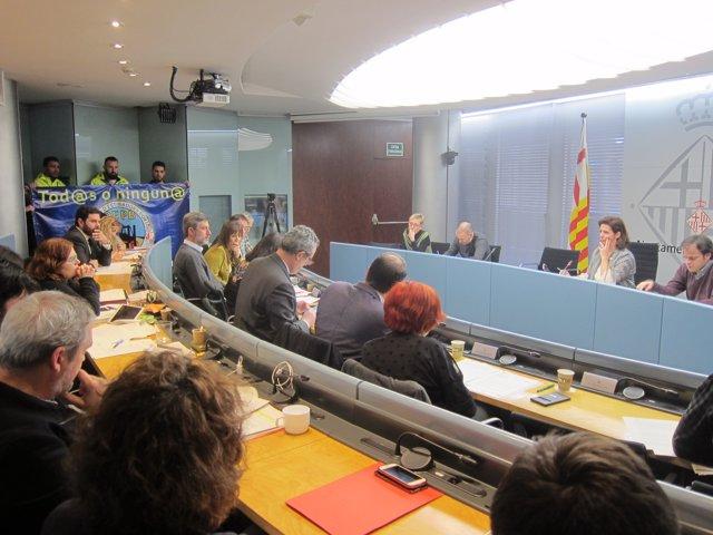 Barcelona exige al Gobierno central garantizar los derechos laborales de los estibadores del Puerto