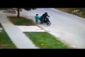 VÍDEO/Captan a un hombre robando a un niño de seis años en Argentina