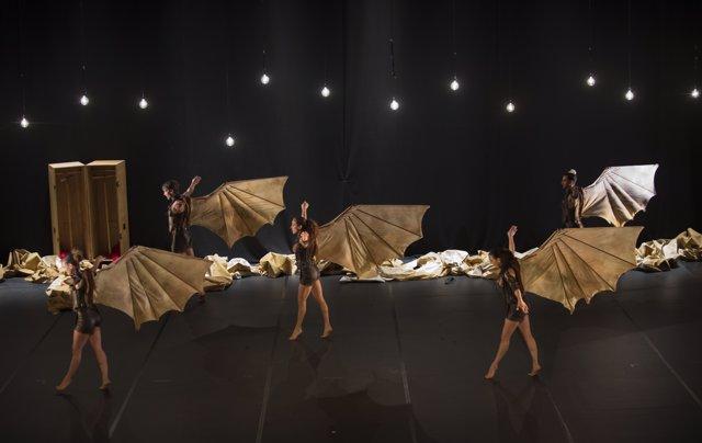 L'espectacle 'Vols', de la companyia Aracaladanza