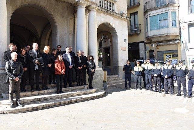 Minuto de silencio en Figueres por la muerte de dos alpinistas