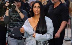 No te rías de Kim Kardashian por sus piercings en las uñas: está de moda