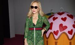 Carmen Lomana apoya la moda española copiando a Rihanna y Julia Roberts