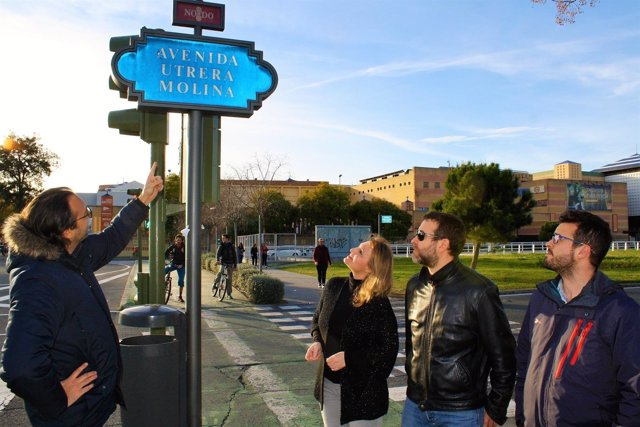 Rótulo de la avenida Utrera Molina de Sevilla