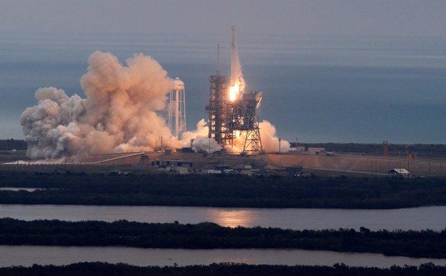 Despegue del Falcon 9 desde Cabo Cañaveral