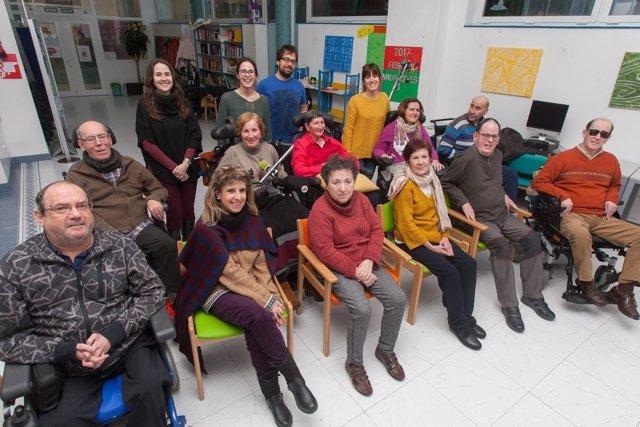 Voluntarios ambientales de la UN junto a miembros de Ademna