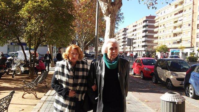 Rafael Gómez con su mujer a la salida de juzgados