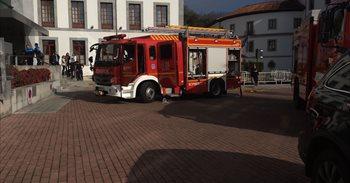 Bomberos de Oviedo extinguen un incendio en la lavandería del Balneario...