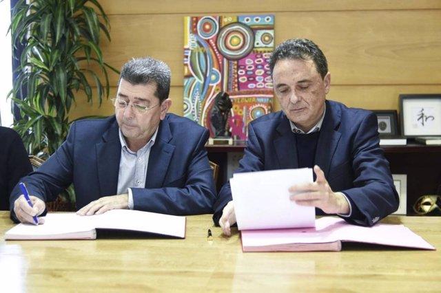 El alcalde de Torremolinos y el decano de Turismo de la UMA